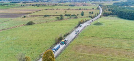 Trwają prace na odcinku drogi Czerteż-Strachocina (FOTO)