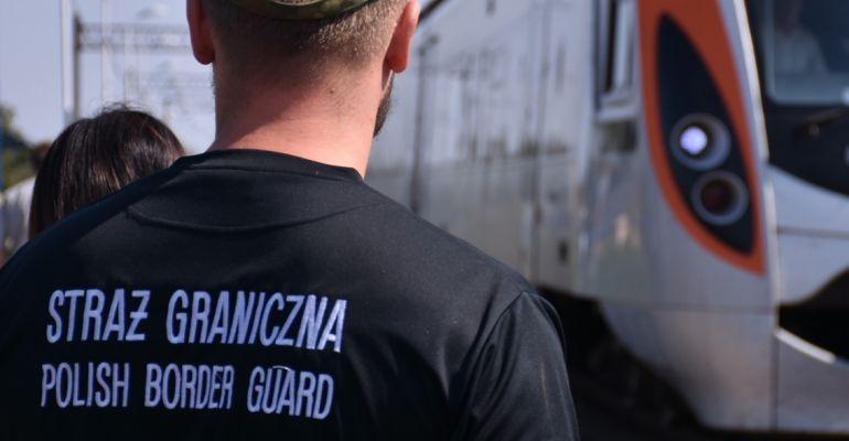 Imigranci z Turcji zatrzymani w pociągu. Zdradziły ich… papierosy