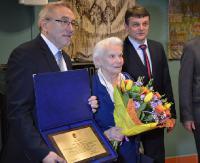 """""""Jej odwaga, poświęcenie i zaangażowanie zasługują na najwyższe uznanie i szacunek"""". Danuta Przystasz Honorową Obywatelką Miasta Sanoka (ZDJĘCIA)"""