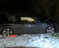 BMW wypadło z drogi. Trzy ranne osoby. Jedna z nich potrzebuje Naszej pomocy (ZDJĘCIA)