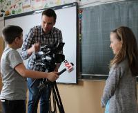 Lekcja z kamerą. Redakcja eSanok.pl na zajęciach w SP 6 (ZDJĘCIA)