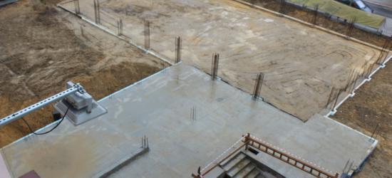 Budowa sali gimnastycznej przy Gimnazjum nr 2 wstrzymana. Wykonawca plajtuje. Firmę przejmuje syndyk (ZDJĘCIA)