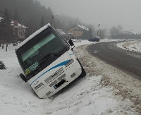 Wypadek autobusu szkolnego (ZDJĘCIA)