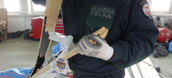 Blisko 2 mln szt. papierosów schowane w drewnie! Celnicy udaremnili przemyt na ponad 1 mln zł (FILM, ZDJĘCIA)