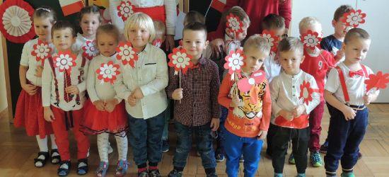 Przedszkolaki z Pakoszówki uczciły Dzień Niepodległości (ZDJĘCIA)