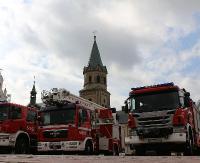 KRONIKA STRAŻACKA: Pożar osobówki, kolizja trzech pojazdów i żmija w studni