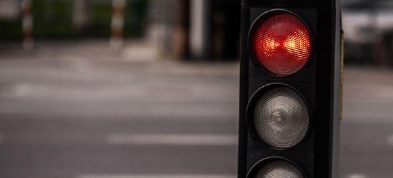 BIESZCZADY: Przejechał skrzyżowanie na czerwonym świetle. 21-latek był pijany