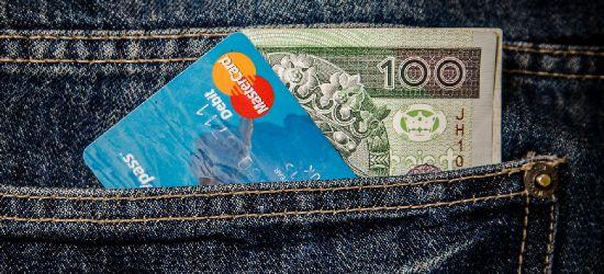SANOK: Na Rynku znaleziono kartę płatniczą i gotówkę