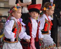 """SANOK: """"Przedszkolaki z Biało-Czerwoną"""". Maluchy podczas fantastycznych występów! (FOTORELACJA)"""