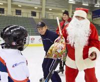 Mikołaj odwiedził sanockie Niedźwiadki, nie zapomniał również o drużynie seniorów (ZDJĘCIA)