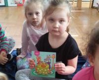 Międzynarodowy Dzień Książki dla Dzieci i Młodzieży w Przedszkolu nr 2 w Sanoku (ZDJĘCIA)