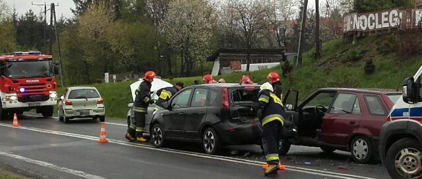 GMINA ZAGÓRZ: Niebezpiecznie w Zahutyniu! Zderzyły się cztery pojazdy, ruch odbywał się wahadłowo (ZDJĘCIA)