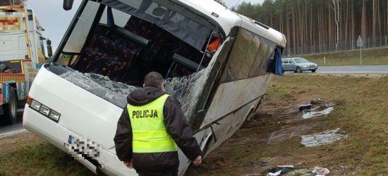 BIESZCZADY: Autobus z dziećmi wjechał do rowu!