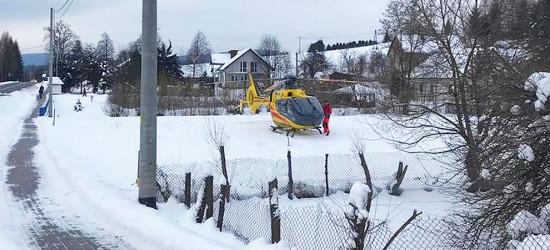 Kobieta spadła z dachu. Śmigłowcem LPR została przetransportowana do szpitala