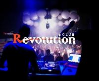REVOLUTION CLUB: Muzyczny weekend z raperem Tede, dancing z La Fiesta