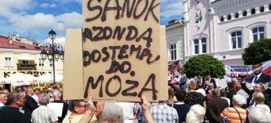 SANOK: Dwie demonstracje na Rynku. Było gorąco! (ZDJĘCIA)
