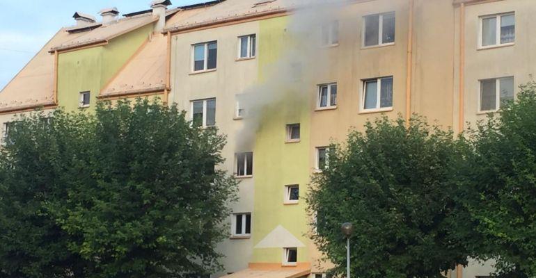 SANOK: Pożar mieszkania na Błoniach. Ewakuacja (ZDJĘCIA)