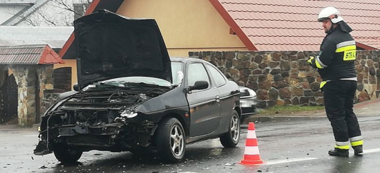 AKTUALIZACJA: Dwa pojazdy rozbite po zderzeniu w Zagórzu (ZDJĘCIA)