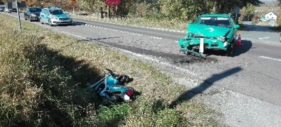 Zderzenie jednośladu z osobówką. Ranny motocyklista (FOTO)