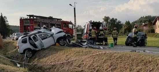 Poważny wypadek na krajówce. Dwie osoby ranne (ZDJĘCIA)