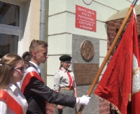 """GMINA BUKOWSKO: Uczniowie i nauczyciele uczcili bohaterkę, """"Matkę Bukowska"""" (FILM)"""