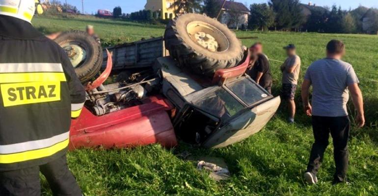 CZASZYN: Wywrócony ciągnik rolniczy. Wyglądało to groźnie (FOTO)