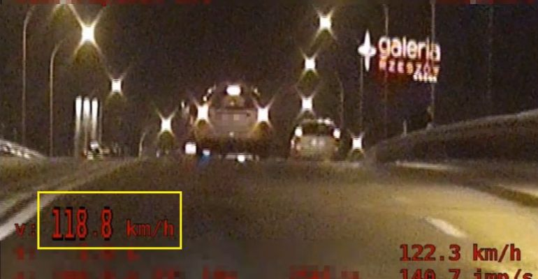 PODKARPACIE: Jechał 118 km/h przez centrum miasta! (VIDEO)