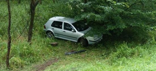 """UWAGA KIEROWCY: Ślisko na """"Malinkach"""". Samochody wypadają z drogi jeden po drugim (ZDJĘCIA)"""