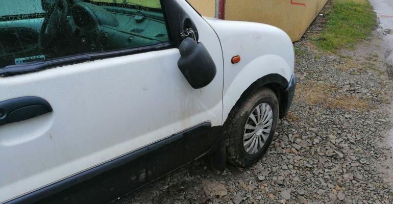 AKTUALIZACJA. SANOK: Urwane lusterka w 6 samochodach (ZDJĘCIA)