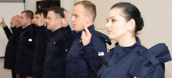 Nowi funkcjonariusze policji złożyli ślubowanie. Zasilą szeregi podkarpackich jednostek (ZDJĘCIA)