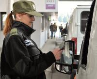GRANICA: Przewoźnicy zaniedbują odpowiedzialność za cudzoziemców w transporcie międzynarodowym