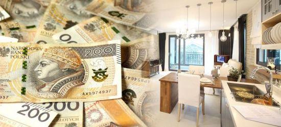 Ludzie inwestują w nieruchomości. Pieniądze tracą na wartości