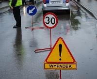 UWAGA: Zderzenie na skrzyżowaniu Jana Pawła z Dmowskiego. Droga w kierunku ronda zablokowana