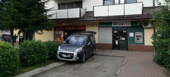SANOK: Napad na sklep. Zamaskowany mężczyzna zabrał pieniądze i uciekł