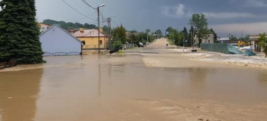 Nawałnica w okolicach Jasła i Krosna. Zalane ulice, podtopienia! (VIDEO)
