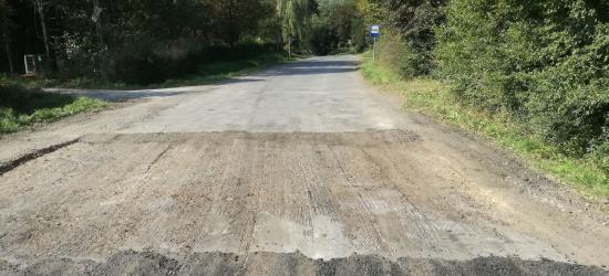 """INTERWENCJA: """"Nowa droga ze 100-metrową dziurą? To absurd!"""" (FOTO)"""
