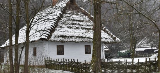 """Spadł śnieg. Skansen w """"białej szacie"""" (ZDJĘCIA)"""