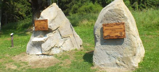 BIESZCZADY: Pomnik Harasymowicza jak nowy (ZDJĘCIA)