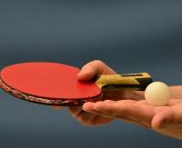 Bierz rakietkę i się ruszaj! Zajęcia sportowe z tenisa stołowego