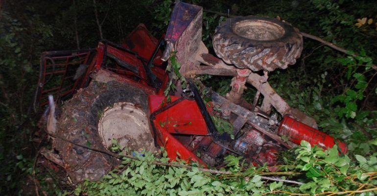 Tragedia w lesie! Mężczyzna śmiertelnie przygnieciony przez ciągnik (FOTO)