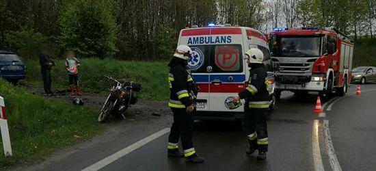 Motocyklista wywrócił się na jezdni. Jedna osoba poszkodowana (FOTO)