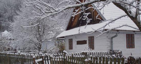 Skansen w Sanoku z zimowej szacie (ZDJĘCIA)