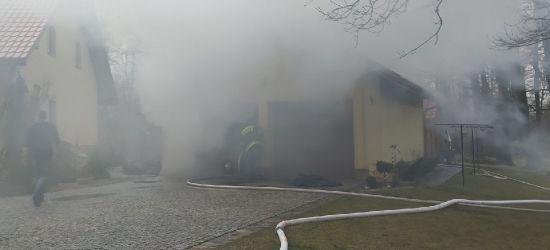 Pożar poddasza i kotłowni. Uratowano samochód (ZDJĘCIA)