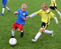 Pogoda im nie straszna. Młodzi piłkarze walczyli na turnieju w Brzozowie (ZDJĘCIA)