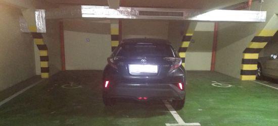 PARKOWANIE PO SANOCKU: Miejsca dla niepełnosprawnych na parkingu wielopoziomowym (FOTO)