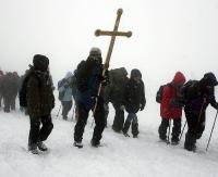 BIESZCZADY: Droga Krzyżowa na trasie Wołosate-Przełęcz Bukowska. Panują bardzo trudne warunki