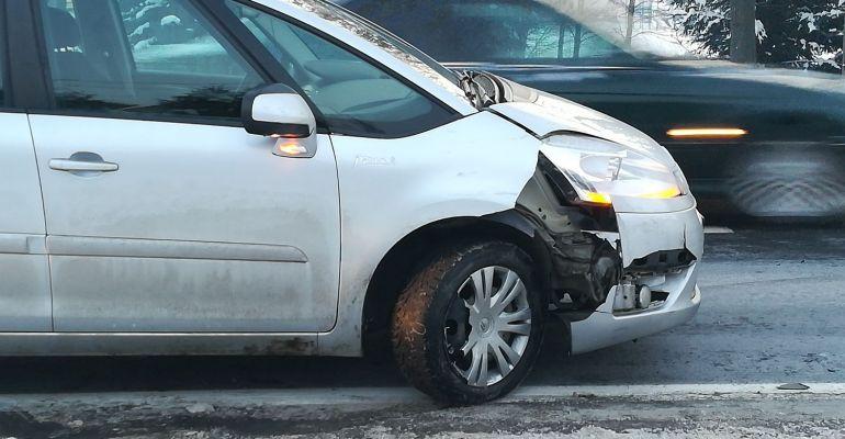 NOWOSIELCE. Zderzenie samochodów przy pasach (VIDEO, ZDJĘCIA)