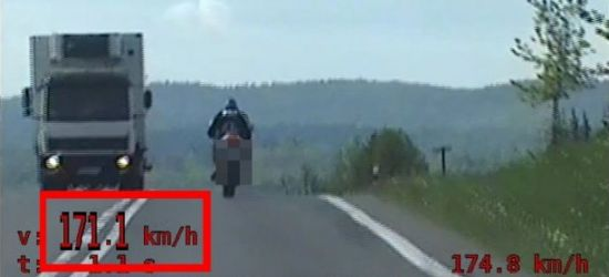 SANOK. 2100 zł mandatu i 31 punktów karnych dla 24-letniego motocyklisty! (VIDEO)