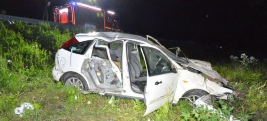 PODKARPACIE. Ford spadł ze skarpy. Uczestnicy wypadku pijani (ZDJĘCIA)