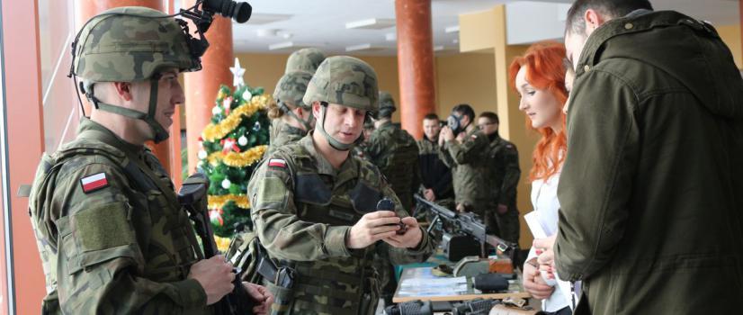 Legia Akademicka w sanockiej PWSZ? Pokaz sprzętu wojskowego i strzelanie ostrą amunicją (FILM, ZDJĘCIA)